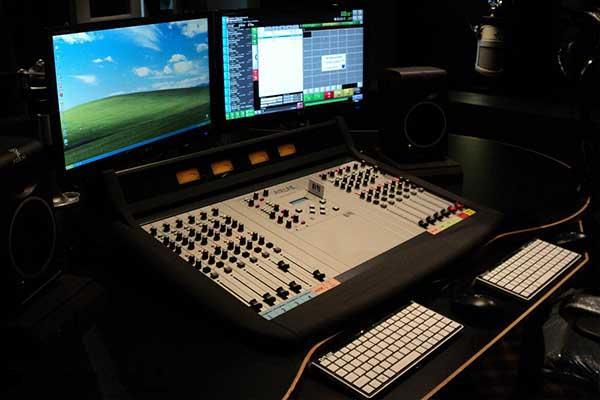 radio-station-onair